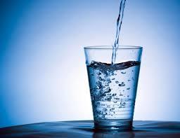 Det mesta i livet är farligt i hysteriska mängder. Av för mkt vatten kan vi dö. Ska vi vara rädda för vatten nu? ;-)